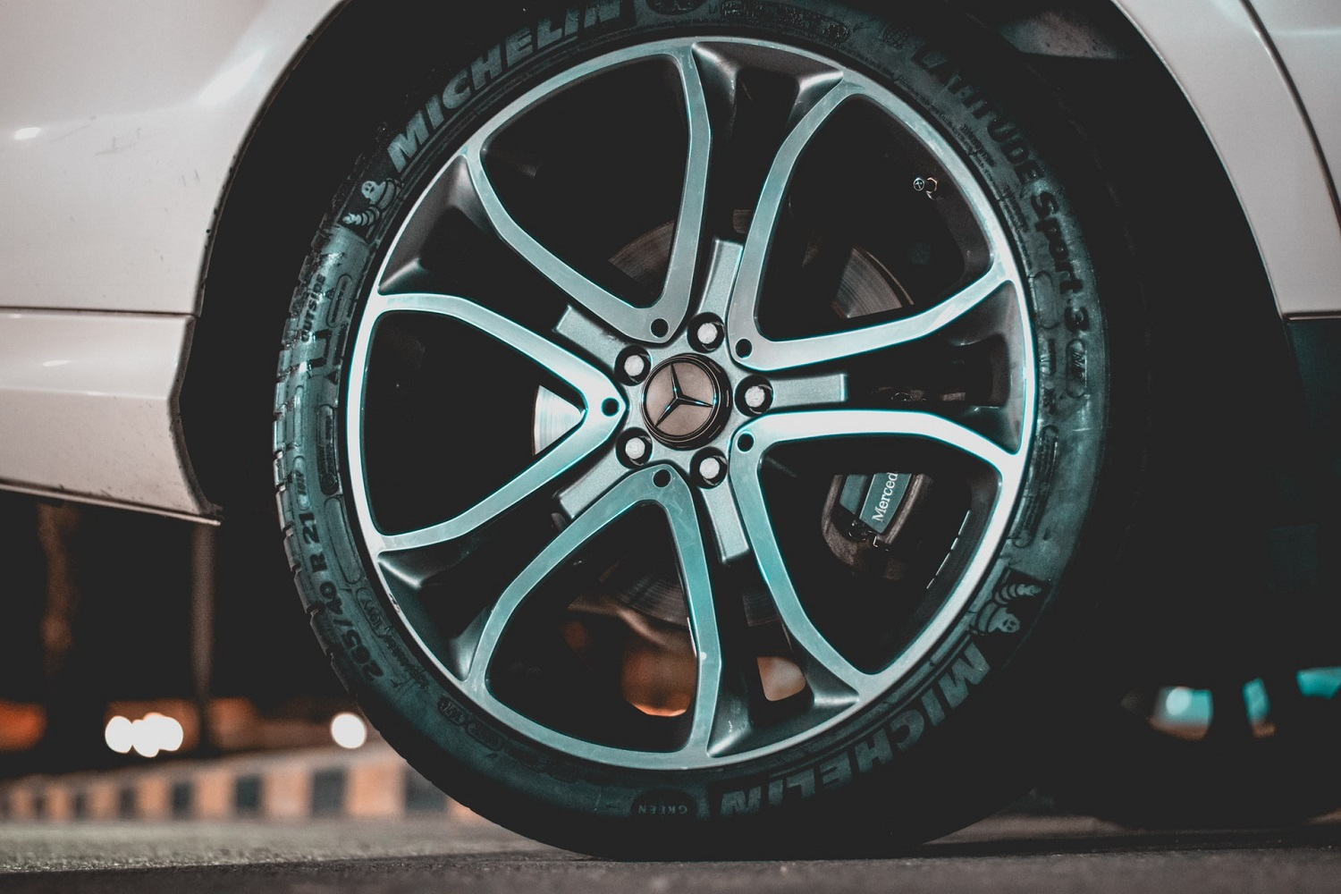 Dos and Don'ts of Tyre Buying: 5 Tyre Buying Tips!