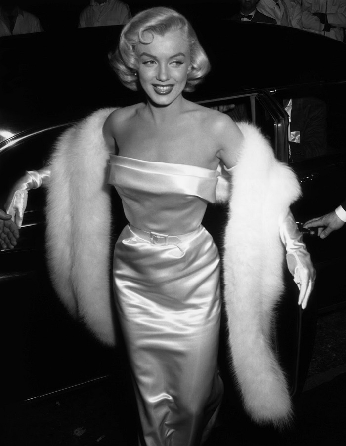 7 Most Popular Hairstyles of the 20th Century   Platinum Curls